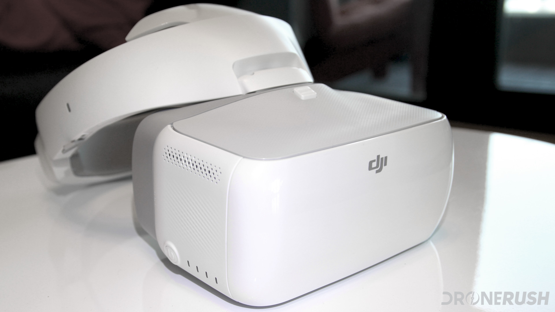 Here is an image of the DJI Goggles sitting on a white glossy table, what better way to introduce our DJI Goggles with DJI Mavic Pro VR headset FPV goggles article?